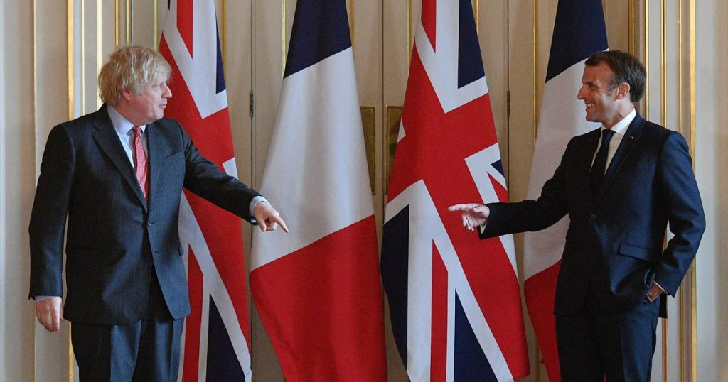Johnson and Macron discuss cooperation after diplomatic row over submarines |  Abroad