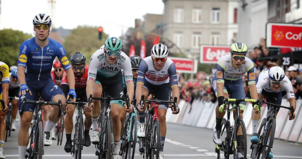 short rate.  Jacobsen beats Meus at Eurométropole - Amstel Gold Race and Paris-Roubaix swap dates    Cycling