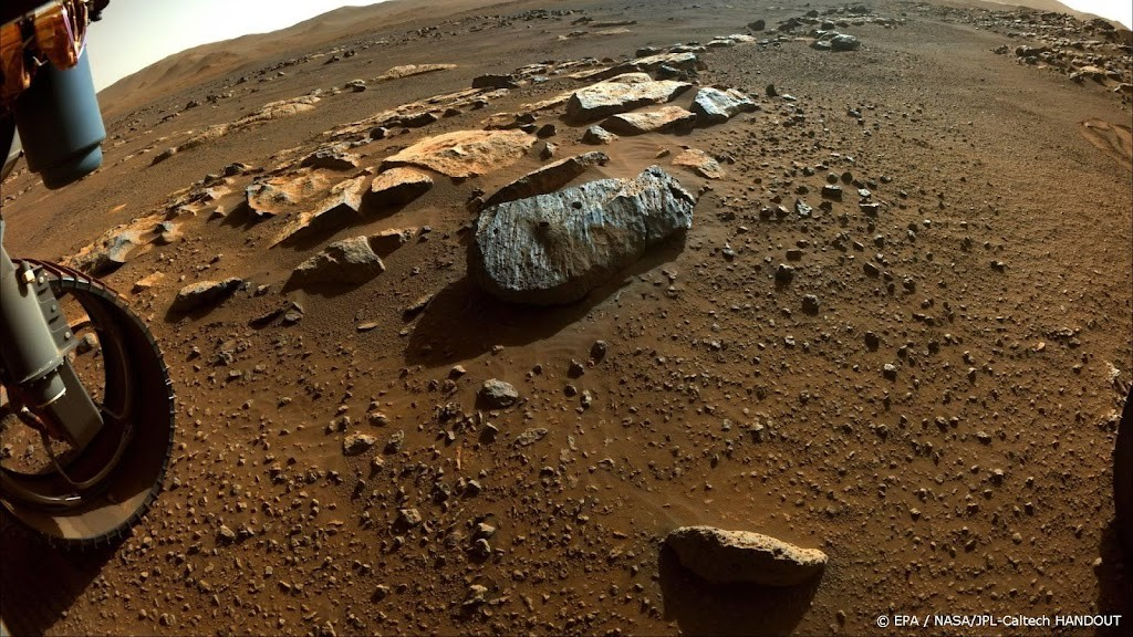 Study: Persevering Mars explorer helps search for...