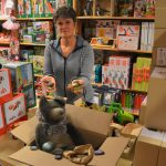 The toy store makes stuffed toys and puzzles even heavier with stones… (Zwersel)