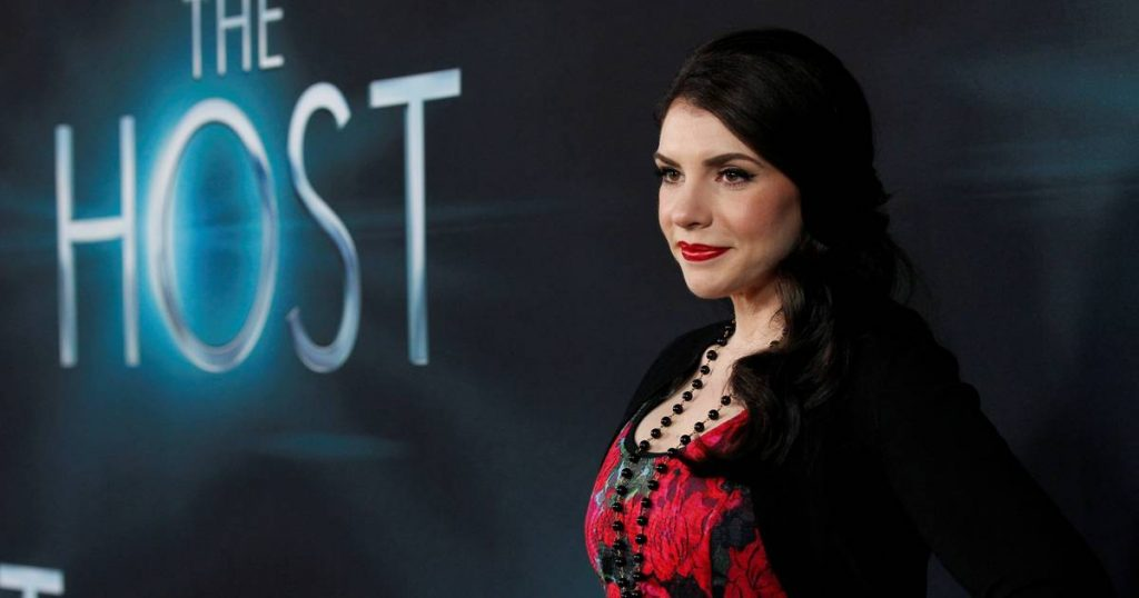 The Twilight Saga Writer Stephanie Meyer Confirms Two New Twilight Books: I Want To Do Something New |  showbiz