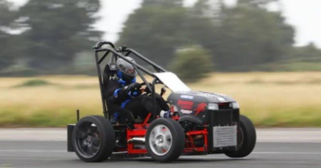 The world's fastest lawn mower reaches 230 km/h |  Leader